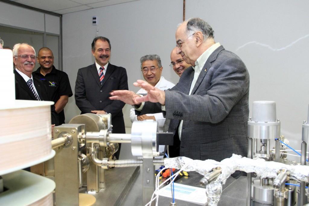 O Diretor de E&P da Petrobrás, Guilherme Estrella, o Ministro de Ciência, Tecnologia e Inovação, Aloísio Mercadante, entre as autoridades presentes à inauguração