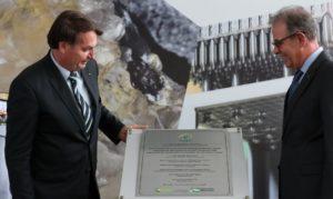 Bolsonaro e Bento Albuquerque na inauguração da 8ª Cascata de Ultracentrífugas da Usina de Enriquecimento Isotópico de Urânio