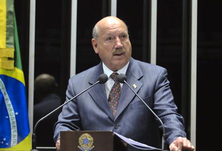 senador Luiz Henrique (PMDB-SC)