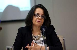 Symone Araújo