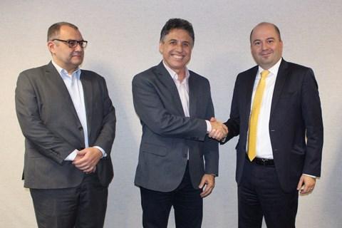 O diretor Financeiro e de Relações com Investidores da Petrobras Distribuidora, Rafael Grisolia, o secretário de Desenvolvimento do Espírito Santo, José Eduardo Azevedo, e o diretor de Mercado Consumidor da BR, Gustavo Couto