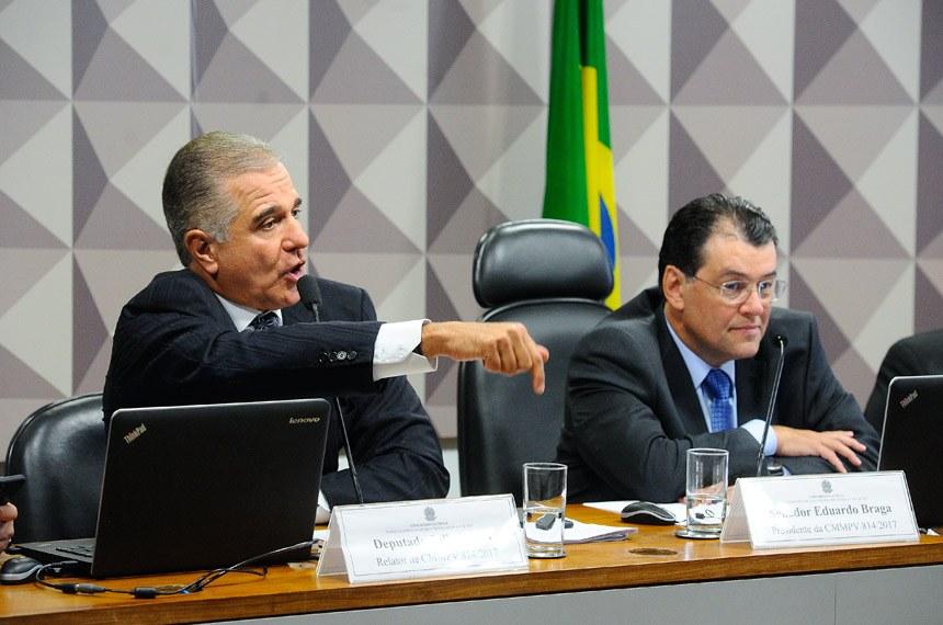 O relator da MP deputado Júlio Lopes e o presidente da comissão mista, senador Eduardo Braga