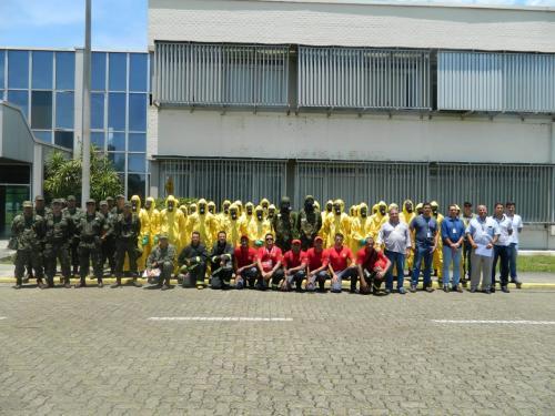 em_frente_as_instalacoes_da_fabrica_de_combustivel_nuclear