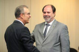 O ministro Bento Albuquerque e o presidente da Abdan, Celso Cunha