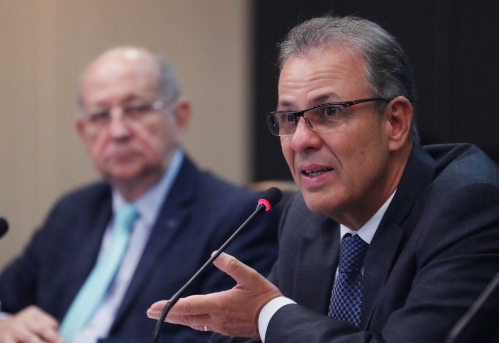 O ministro de Minas e Energia, Bento Albuquerque, durante a reunião do CMSE