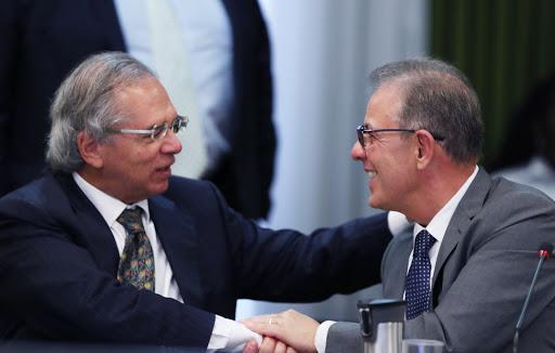 Ministros Paulo Guedes, d Economia, e Bento Albuquerque, de Minas e Energia