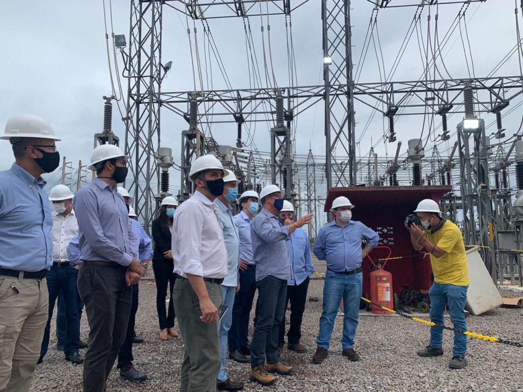 Ministro de Minas e Energia, Bento Albuquerque, com comitiva do setor elétrico. Grupo está neste momento na subestação de Macapá, onde um incêndio causou o apagão que já dura 17 dias