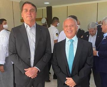 <strong>Bolsonaro</strong> ao lado do presidente da Nuclep, <strong>Carlos Seixas</strong>: evento da próxima sexta vai marcar inauguração de linha de produção de torres de transmissão