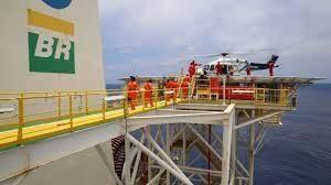 Petroleiros retornando para a terra firme