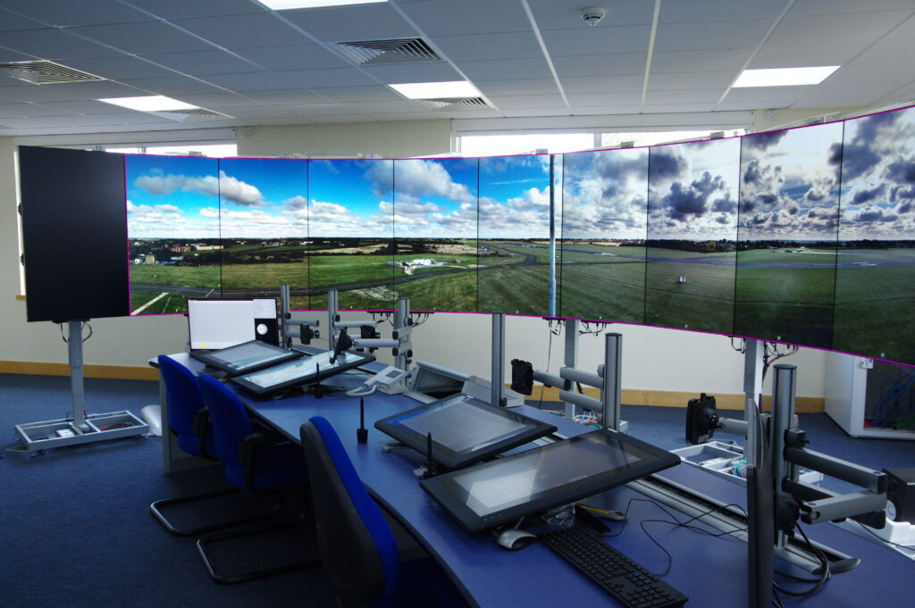 Atech e Saab apresentam tecnologias para centralização e digitalização de soluções para controle de tráfego aéreo no Aviatrade - Foto Divulgação Saab