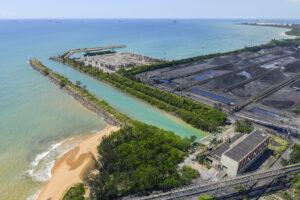 Vista aérea ArceloMittal Tubarao - Captação da água do mar